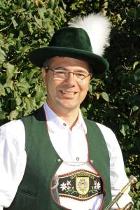 Joachim Witt dirigiert das Valleyer Jugendblasorchester