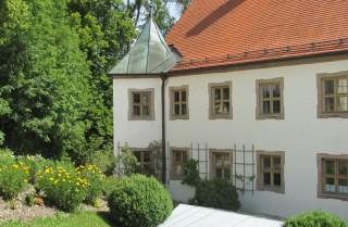Orgelzentrum-Valley-Altes-Schloss-Aussen
