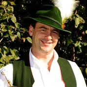 Thomas Brunner in der Miesbacher Tracht mit Hut