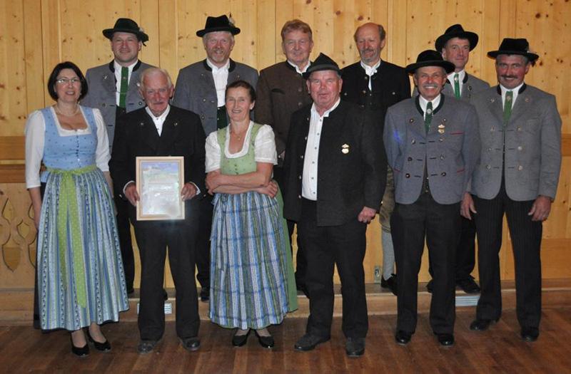 Ehrung von langjährigen Mitgliedern, in der Jahreshauptversammlung am 18.11.2012 vom Trachtenverein Schloßbergler Valley statt